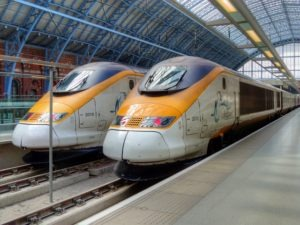Passengers left on train without air conditioning for five hours